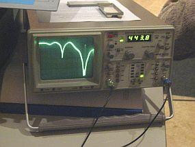 Spectrum analyser met tracking generator in bedrijf