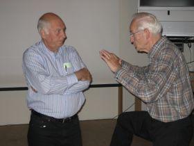 PE3WIM (L) in gesprek met PA0GRU (R)