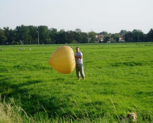 Fred met zijn poreuze ballon, dus geen 160 meter antenne