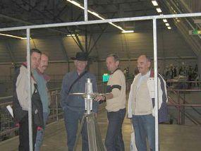 Sjaak met 'rotor-demo' op de Dag voor de Radio Amateur