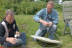 Mark en Maarten in de weer met LNB's